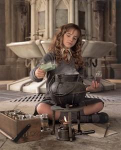 Hermione prepara la pozione polisucco - Lande Incantate