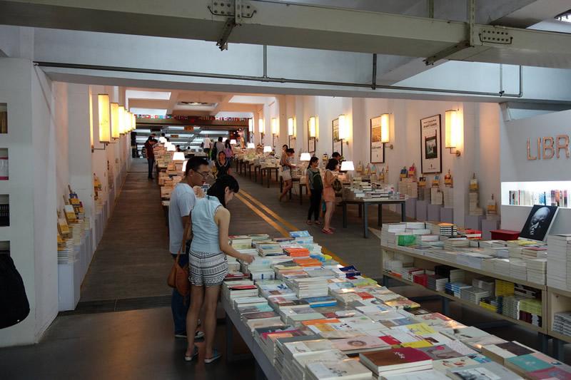Librairie Avant-Garde - Nanjing (Cina) 02 - Lande Incantate
